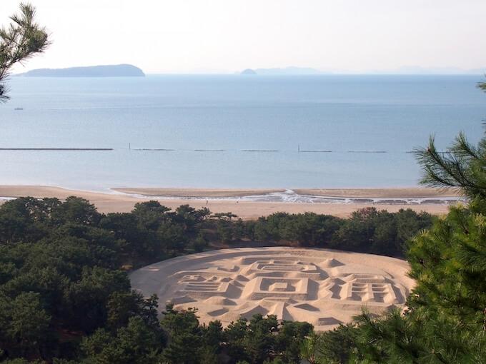 香川県にある寛永通寶の砂絵