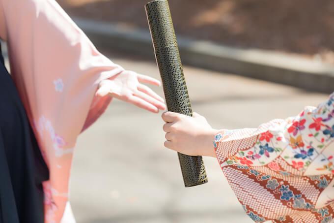 袴を着ている女性