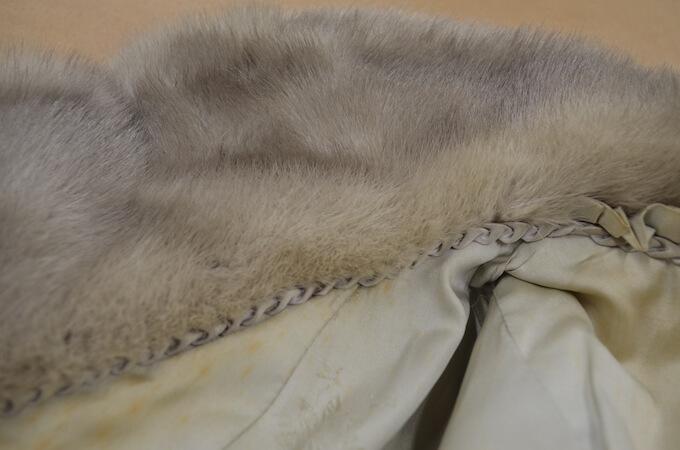 ヤケのついた毛皮コート