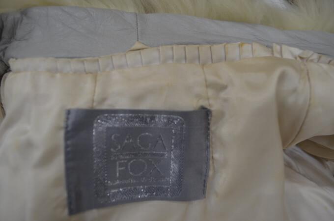汚れ付きのサガフォックス毛皮コート