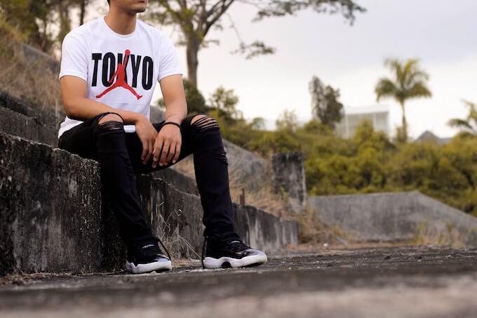 東京シャツを着た人